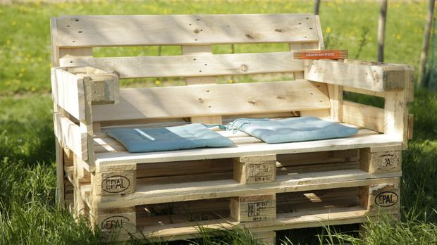 Schritt für Schritt: Gartensitzbank aus Europaletten selber bauen