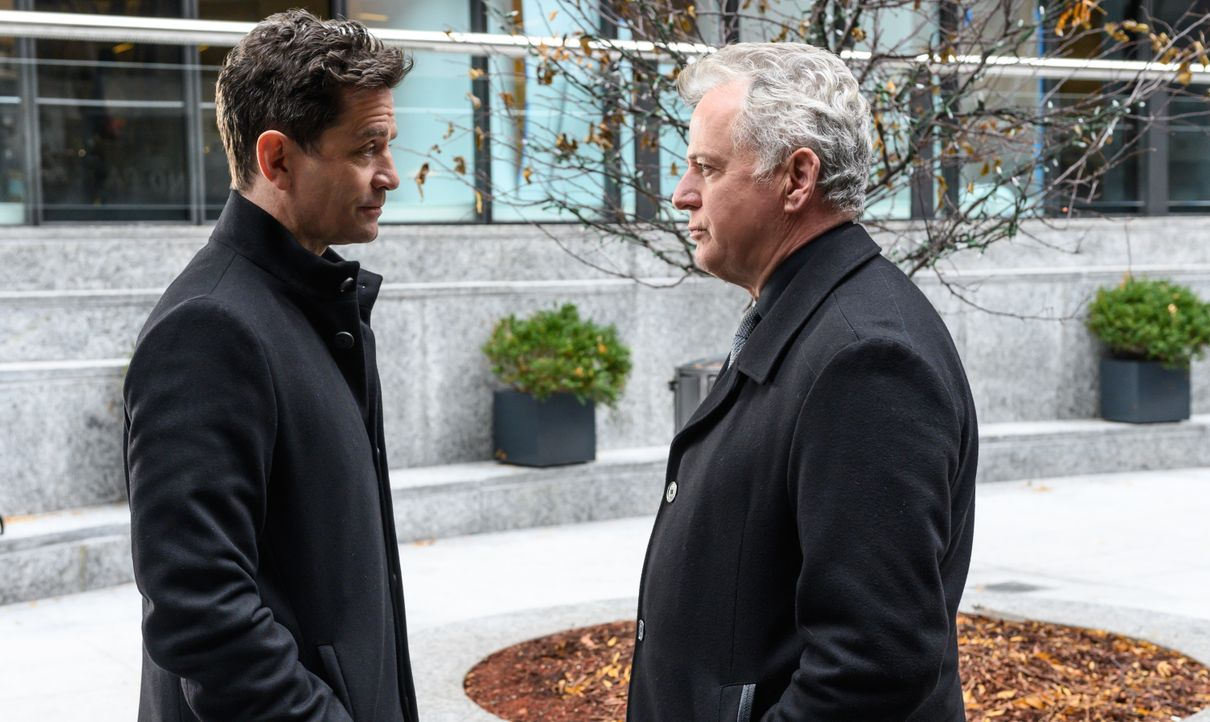 Odin Reichenbach (James Frain, l.); Captain Tommy Gregson (Aidan Quinn, r.) - Bildquelle: Jeff Neira 2018 CBS Broadcasting, Inc. All Rights Reserved / Jeff Neira