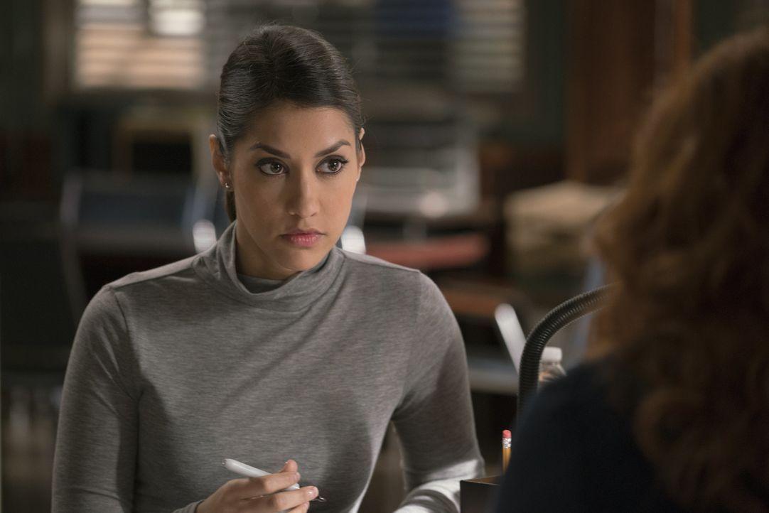 Als ihre Kollegin in Lebensgefahr gerät, müssen Meredith (Janina Gavankar) und das Team feststellen, dass ihre Einschätzungen hinsichtlich des Morde... - Bildquelle: 2015 Warner Bros. Entertainment, Inc.