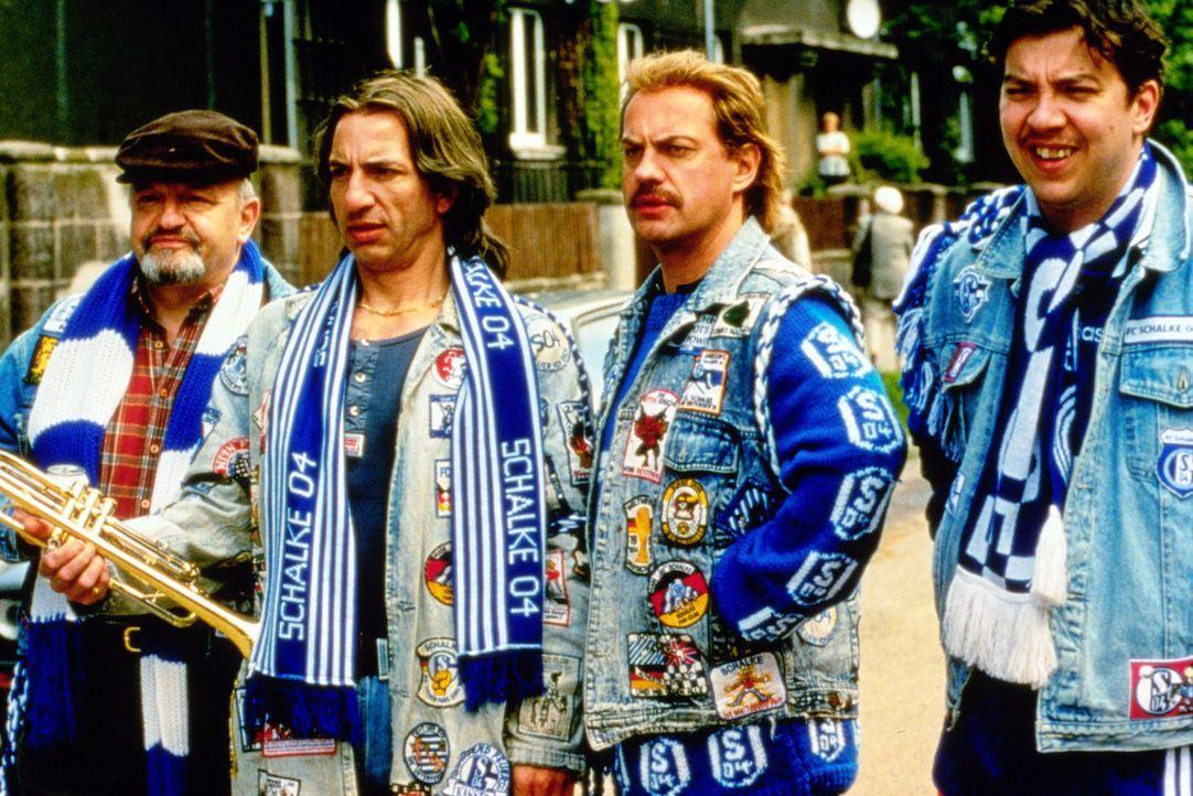 Theo (Walter Gontermann, l.), Mike (Ralf Richter, 2.v.l.), Hans (Uwe Ochsenknecht, 2.v.r.) und Bernie (Michael Sideris, r.) konnten leider schon lan... - Bildquelle: Seven Pictures