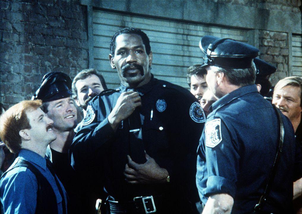 Bei Hightowers (Bubba Smith, M.) Einsätzen läuft meist alles schief ... - Bildquelle: Warner Bros.