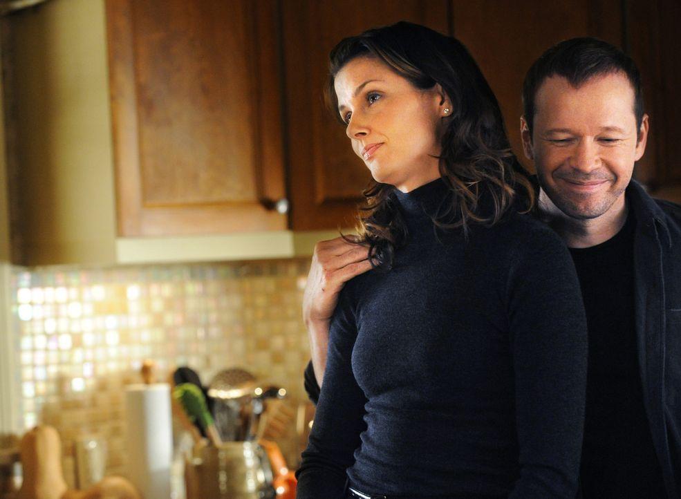 Erin (Bridget Moynahan, l.) weiß, dass sie sich auf ihren Bruder Danny (Donnie Wahlberg, r.) immer verlassen kann ... - Bildquelle: 2011 CBS Broadcasting Inc. All Rights Reserved