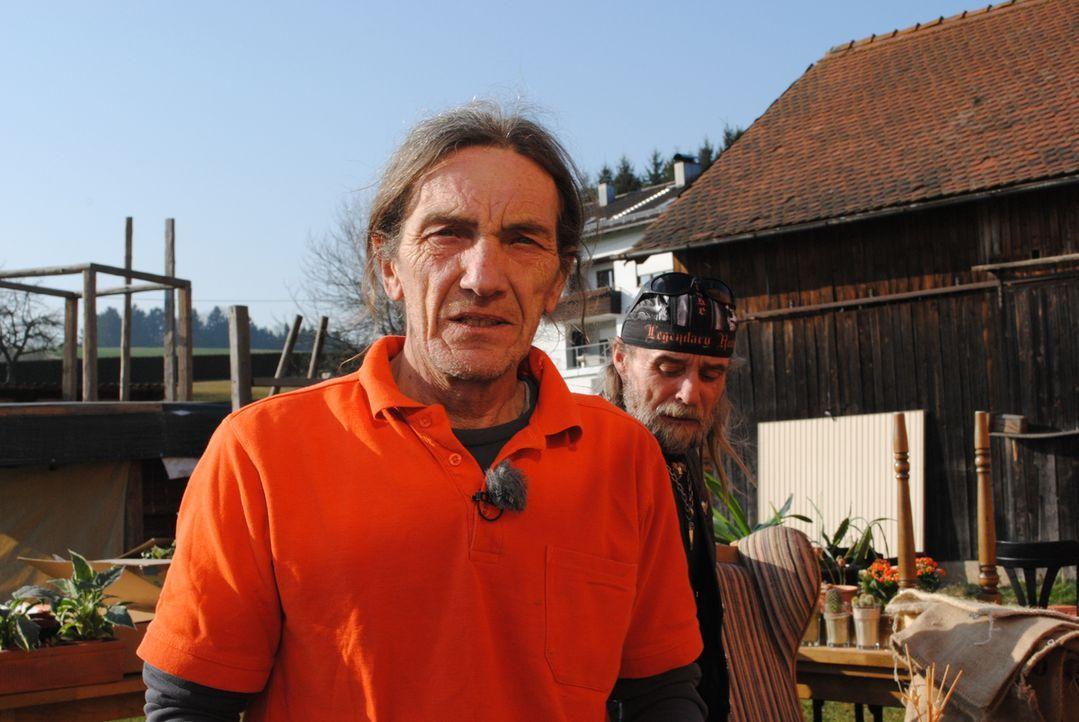 Steht Sabine mit vollem Einsatz zur Seite: Gerhard ... - Bildquelle: kabel eins