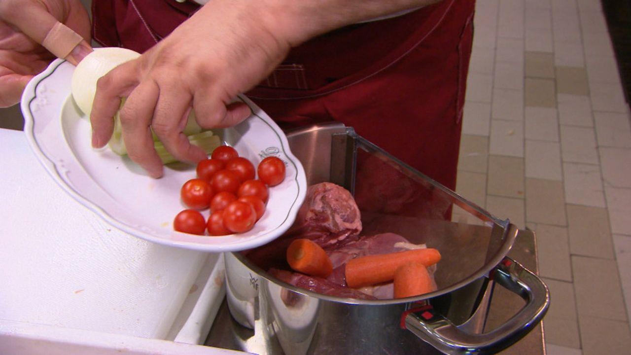 Eine kulinarische Reise durch Italien: Bollito misto aus Bologna, verschiedene gekochte Fleischsorten der Superlative. Ein absolutes Muss für alle... - Bildquelle: kabel eins