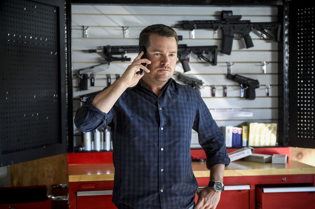Als die Ehefrau seines Kollegen Khaled entführt wird, versucht er ihm zu helfen: Callen (Chris O'Donnell) ... - Bildquelle: Ron Jaffe 2017 CBS Broadcasting, Inc. All Rights Reserved / Ron Jaffe