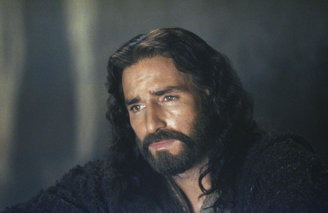 Weiß, dass er der Messias ist, der die Welt nur mit seinem unendlichen Leiden erlösen kann: Jesus (James Caviezel) ... - Bildquelle: Icon Film Distribution Ltd.
