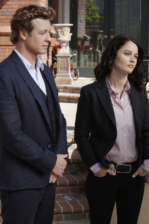 Lösen jeden Fall: Patrick Jane (Simon Baker, l.) und Teresa Lisbon (Robin Tunney, r.) ... - Bildquelle: Warner Bros. Television