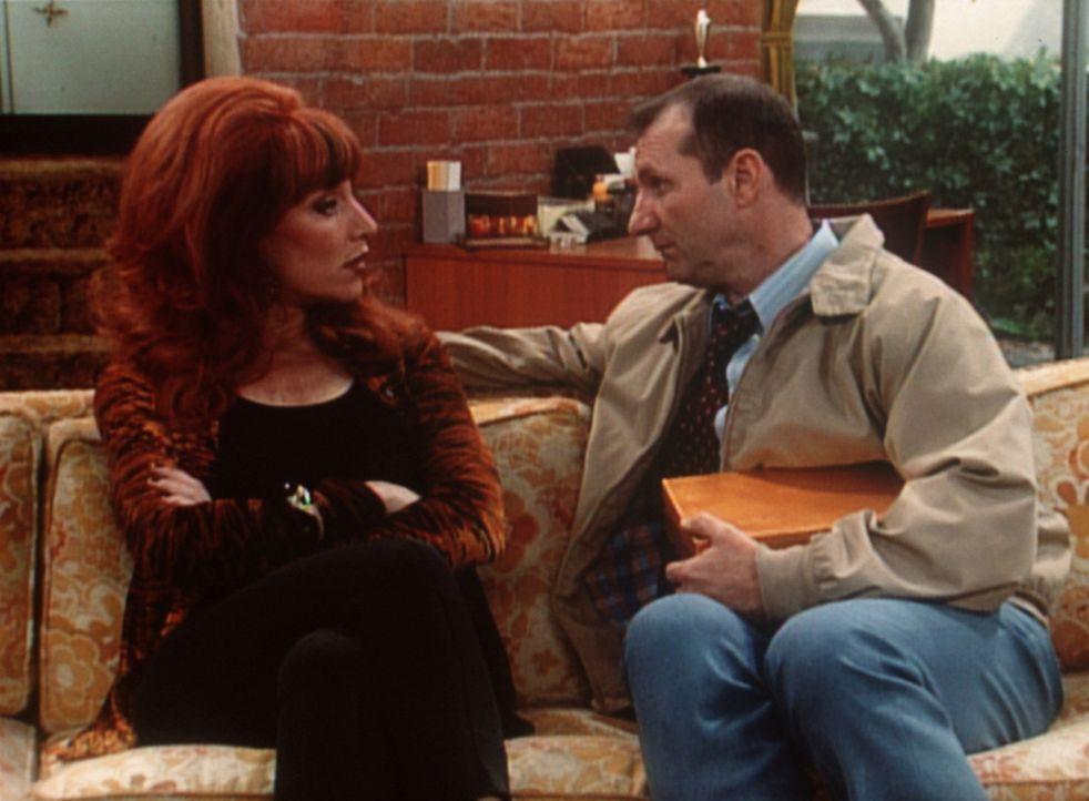 Belgische Pralinen für Peggy (Katey Sagal, l.) - was hat Al (Ed O'Neill, r.) vor? - Bildquelle: Columbia Pictures