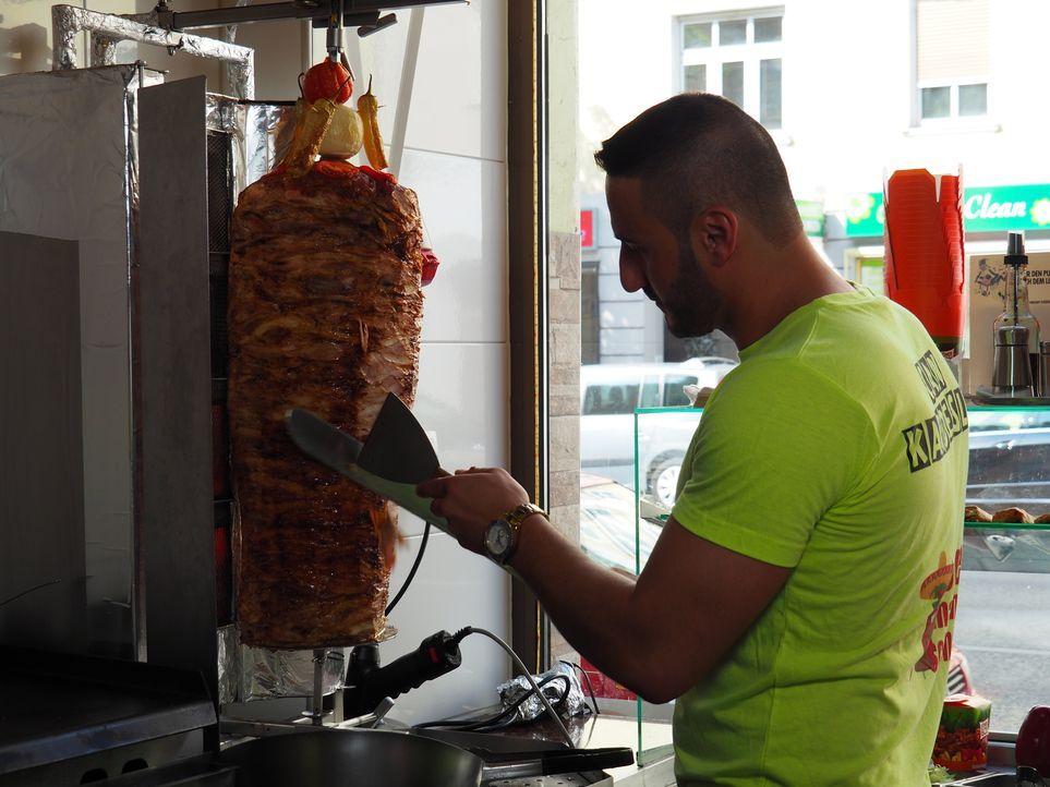 Warum gibt es so wenige Döner-Lieferservice? Kommt die Pizza wirklich aus Italien? Prominente Köche und wahre Fast-Food-Liebhaber kommentieren. - Bildquelle: kabel eins