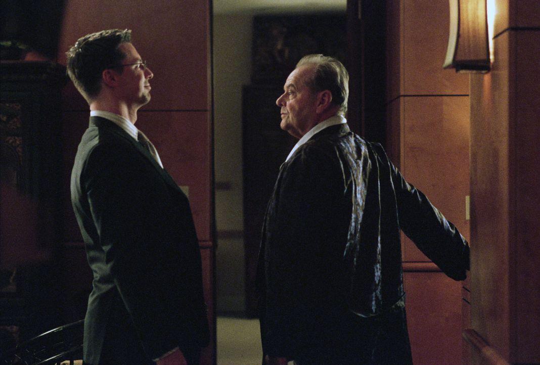 Assistent Thomas (Sean Hayes, l.) unterstützt seinen Boss Edward Cole (Jack Nicholson, r.), wo er nur kann, besonders nach dem dieser an Krebs erkr... - Bildquelle: TM and   2007 Warner Bros. Entertainment Inc. All Rights Reserved.
