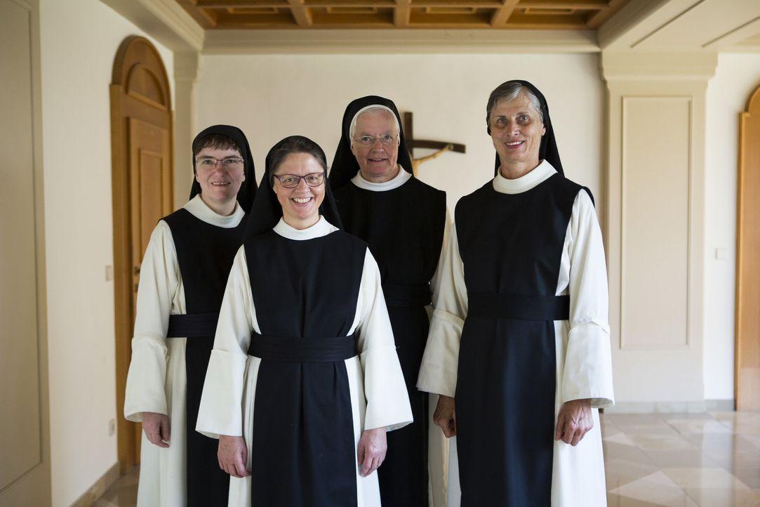 (v.l.n.r.) Schwester Pia; Schwester Immaculata; Schwester Ancilla; Schwester Bernarda - Bildquelle: Jaqueline Traxler kabel eins / Jaqueline Traxler