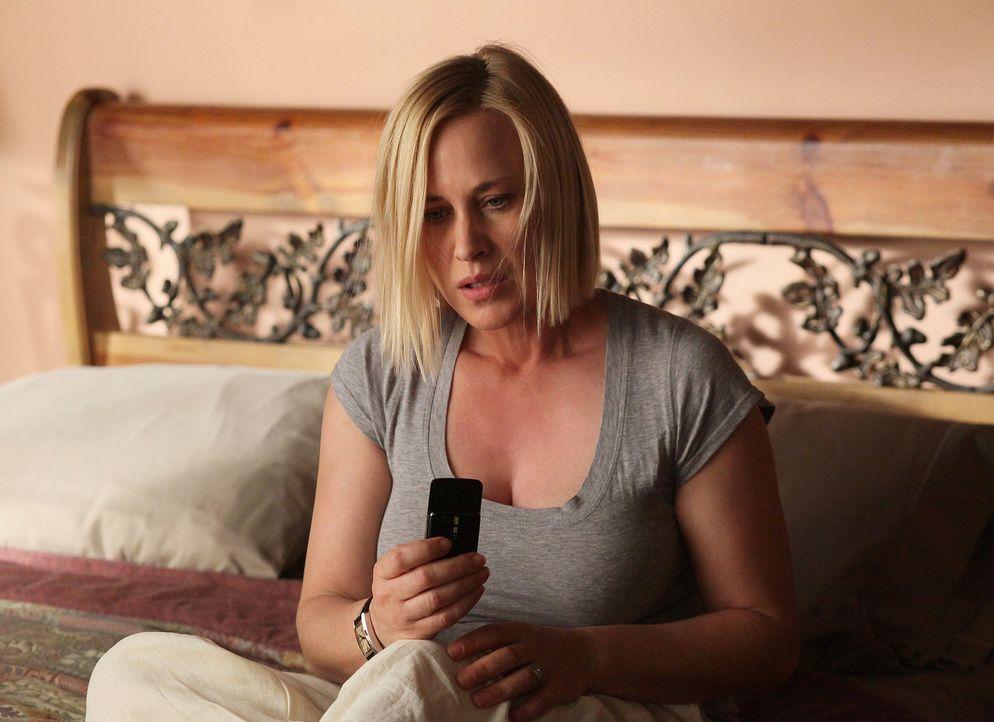 Allison (Patricia Arquette) träumt vom Tod eines Navajo und kann plötzlich mit niemandem kommunizieren. Bis sie schließlich merkt, dass sie die Spra... - Bildquelle: Danny Feld 2010 CBS BROADCASTING INC. All Rights Reserved.