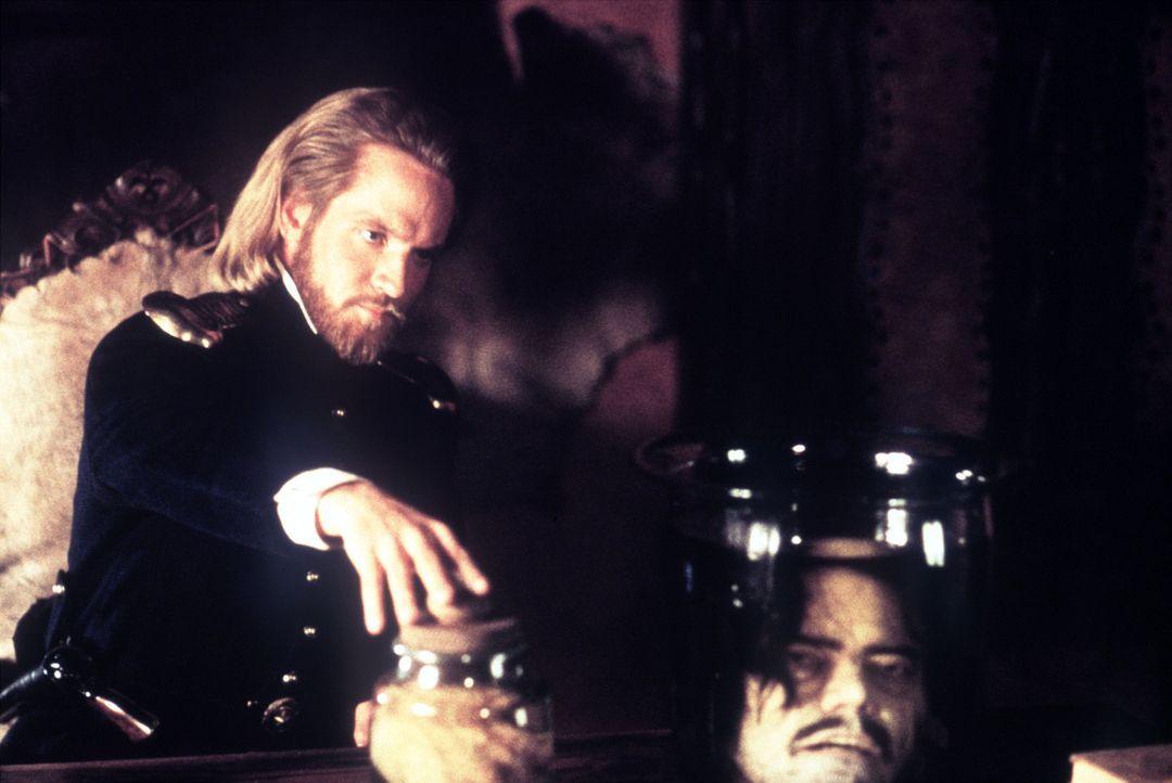Auch der skrupellose Capt. Love (Matthew Letscher) ist an dem verbrecherischen Plan beteiligt ... - Bildquelle: Columbia Pictures