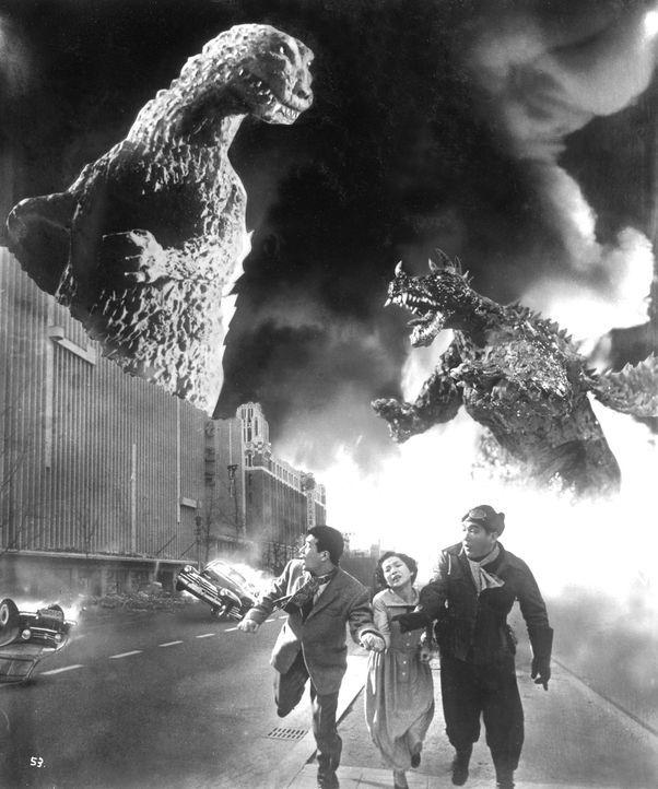 Auf der Flucht vor den mörderischen Monstern: Koji Kobayashi (Minoru Chiaki, l.), Shoichi Tsukioka (Hiroshi Koizumi, r.) und Hidemi Yamaji (Setsuko... - Bildquelle: 1955 Toho Co. Ltd.