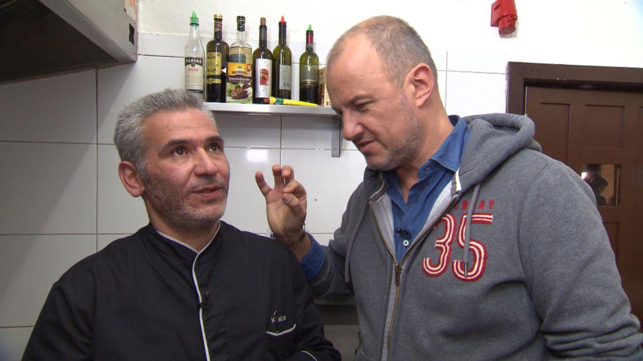 """Im """"Venetia"""" in Kiel wird Frank Rosins (r.) Hilfe dringend gebraucht: Das Ehepaar Kostas (l.) und Venetia ist verzweifelt ... - Bildquelle: kabel eins"""
