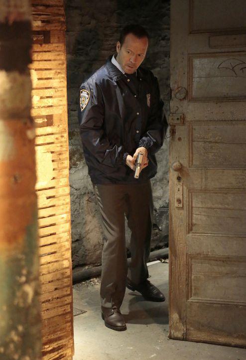 Bei einem Fall wie dem entführten Helden-Polizisten muss Danny (Donnie Wahlberg) auch mal ungewöhnliche Verhörmethoden anwenden - mit Franks Erlaubn... - Bildquelle: Giovanni Rufino 2012 CBS Broadcasting Inc. All Rights Reserved.