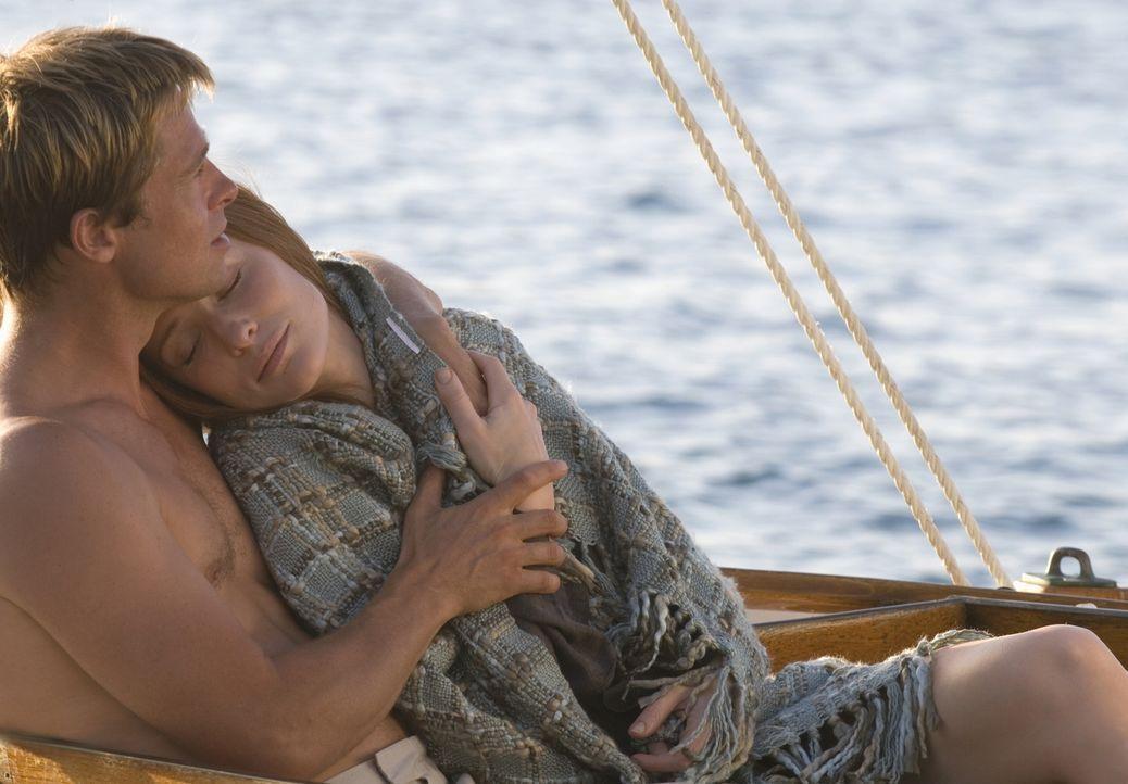 Hat ihre Liebe eine Chance? Während Benjamin Buttons (Brad Pitt, l.) Leben spiegelverkehrt verläuft, er jeden Tag ein wenig jünger wird, altert sein... - Bildquelle: 2009   Warner Brothers