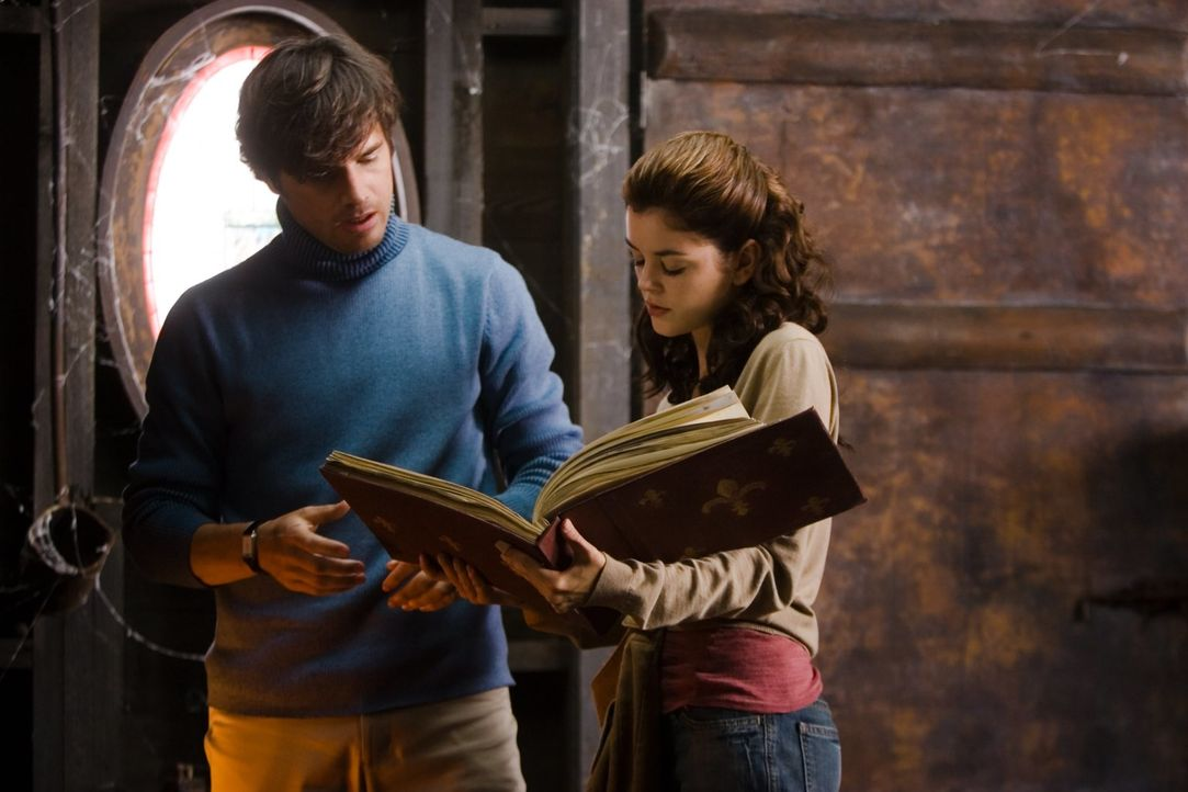 Als Christy (Nora Zehetner, r.) ihren Schwager (Matthew Settle, l.) mit den Ermittlungsergebnissen konfrontiert, beginnt eine fatale Auseinandersetz... - Bildquelle: (2007) BY MTV FILMS AND PARAMOUNT PICTURES. ALL RIGHTS RESERVED.