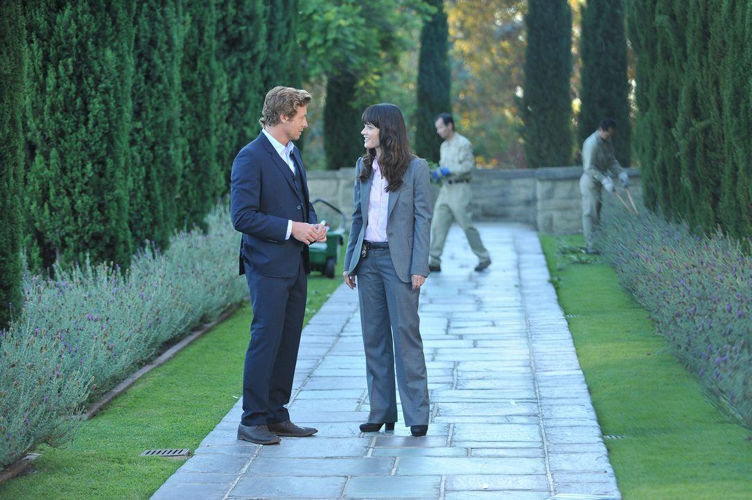 Ein neuer Mordfall beschäftigt Patrick (Simon Baker, l.) und Teresa (Robin Tunney, r.) ... - Bildquelle: Warner Bros. Television