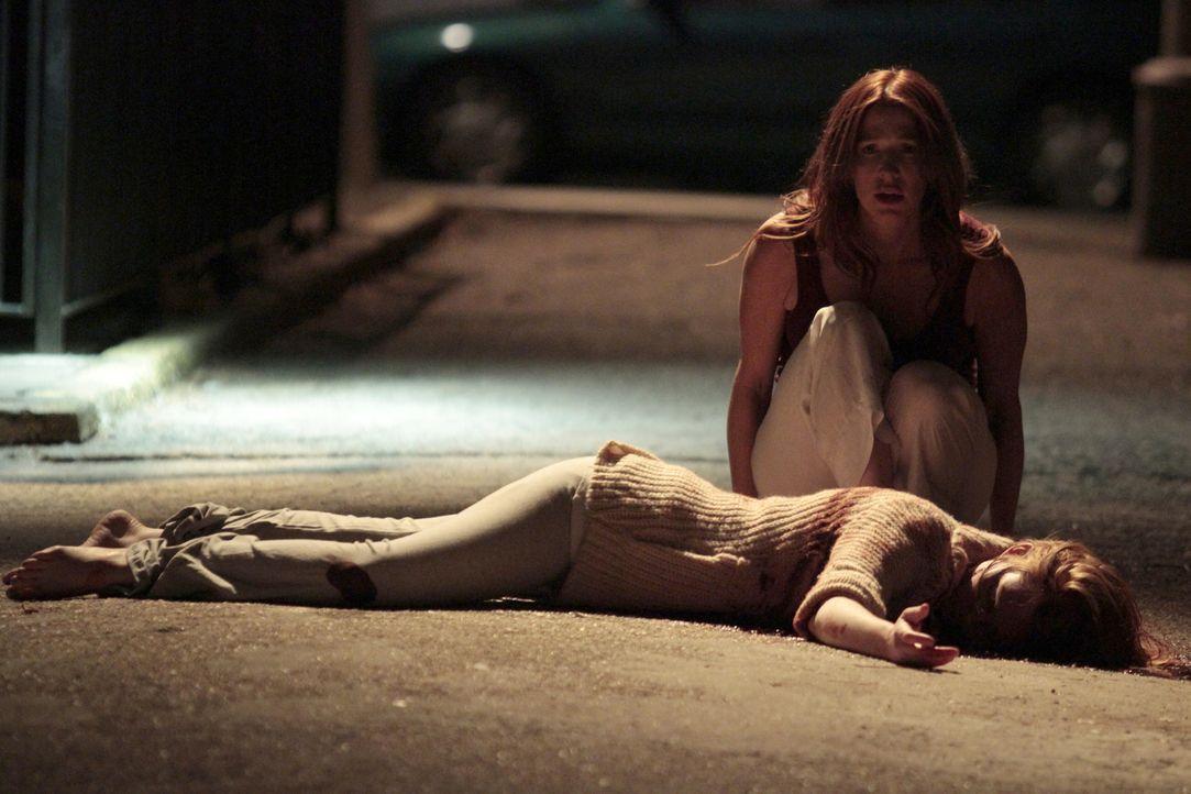 Wird Zeugin eines Mordes: Carrie Wells (Poppy Montgomery) ... - Bildquelle: 2011 CBS Broadcasting Inc. All Rights Reserved.