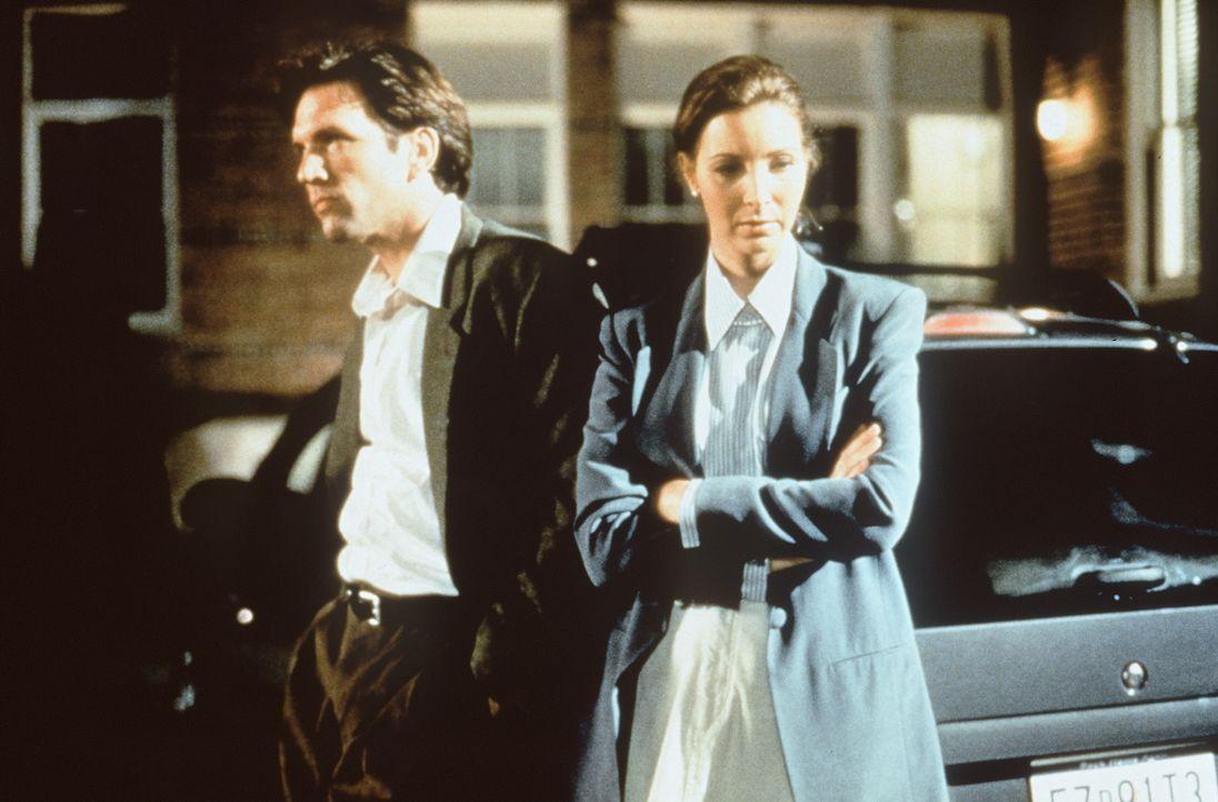 Auf der Jagd nach Dedee entwickelt Lucia (Lisa Kudrow, r.) immer stärkere Gefühle für Bill (Martin Donovan, l.). Doch dessen Empfindungen sind ga... - Bildquelle: Columbia TriStar Films