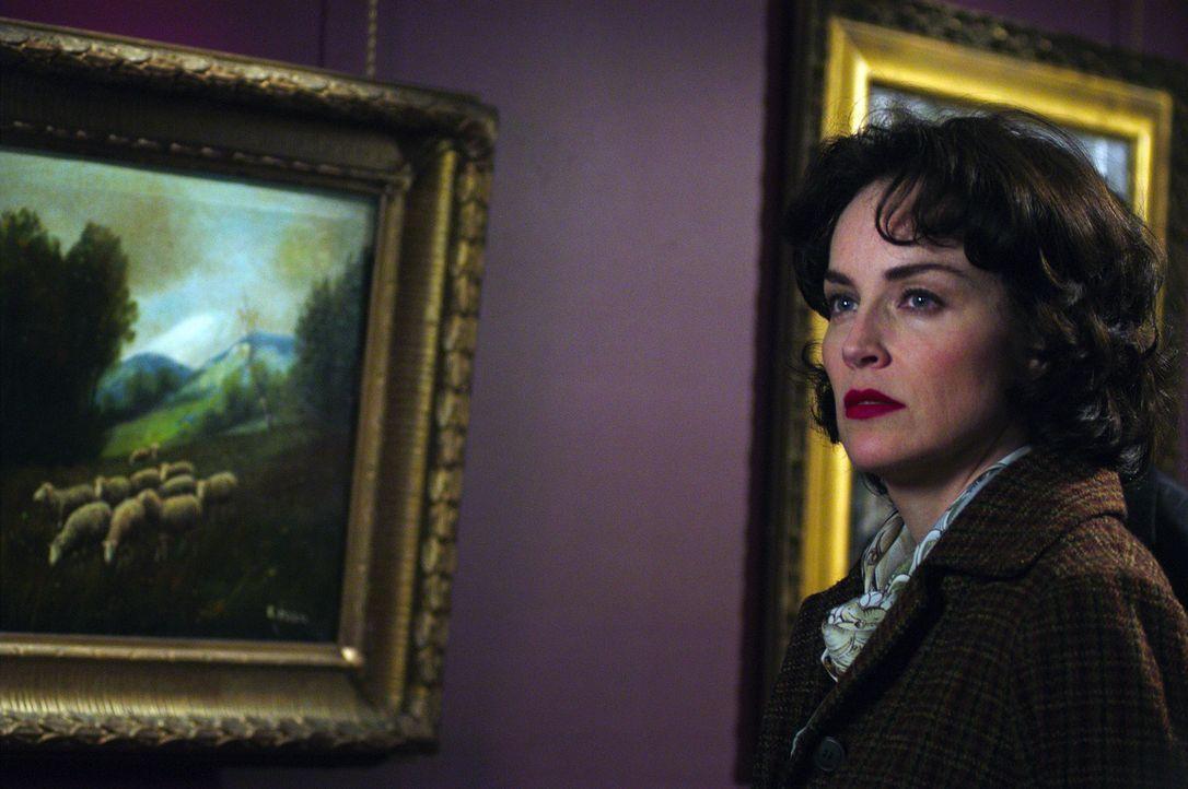 Außer sich vor Sorge macht sich Sally (Sharon Stone) auf die Suche, um etwas über das Schicksal ihres Mannes zu erfahren. Immer dunkler wird die V... - Bildquelle: Lions Gate Films Inc