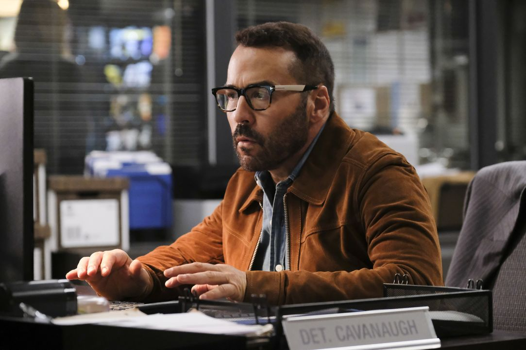 Jeffrey (Jeremy Piven) und seine Ex-Frau geraten aneinander, als private Informationen über ihre verstorbene Tochter den Weg in Sophes Datenbank fin... - Bildquelle: Darren Michaels Darren Michales   2017 CBS Broadcasting, Inc. All Rights Reserved.