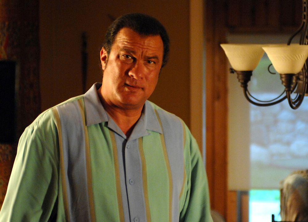 Der heruntergekommene Ex-Cop Matt (Steven Seagal) steckt spätestens seit seiner Scheidung knietief in der Krise, als ein mysteriöser Fremdling ihm e... - Bildquelle: 2007 Worldwide SPE Acquisitions Inc. All Rights Reserved.