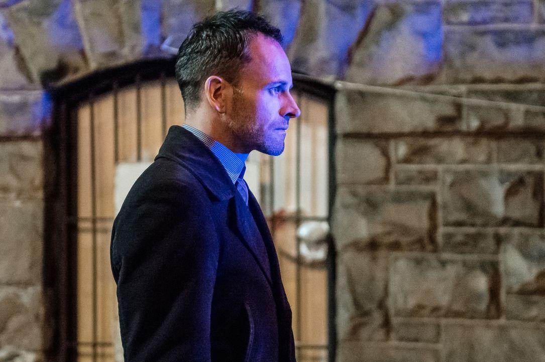 Holmes (Jonny Lee Miller) hofft, dass ein Besuch bei Moriarty im Gefängnis ihm Aufschluss für seine Ermittlungen bringen wird ... - Bildquelle: CBS Television