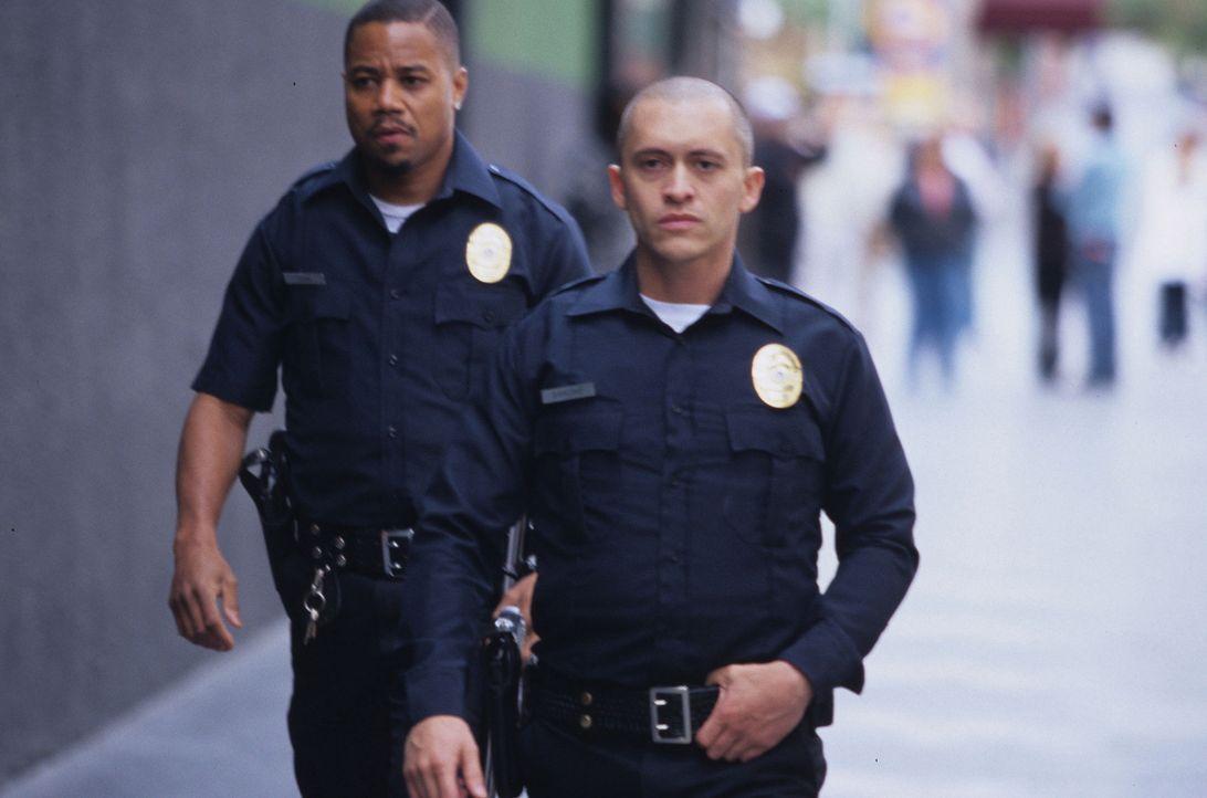 Wann immer ihnen der Sinn danach steht, machen sie den Bösen, aber auch den Guten das Leben zur Hölle: die beiden Polizisten Salim Adel (Cuba Goodin... - Bildquelle: Sony Pictures Television International. All Rights Reserved.