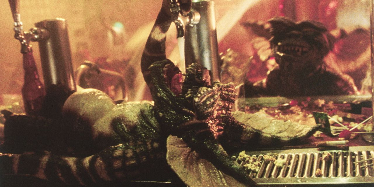 Einmal zu Monstern mutiert gibt es scheinbar nichts, was die Gremlins aufhalten kann. Und die kleinen Monster haben eine ungeheure Zerstörungswut ... - Bildquelle: Warner Bros.