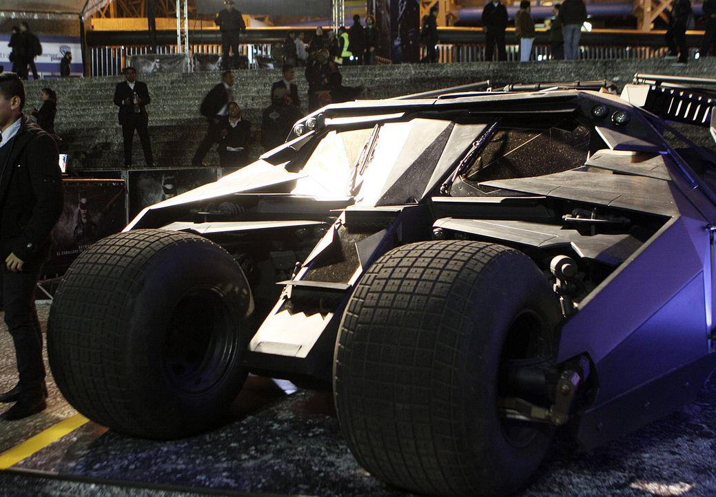 Batmobil-The-Dark-Knight-Rises-dpa - Bildquelle: dpa