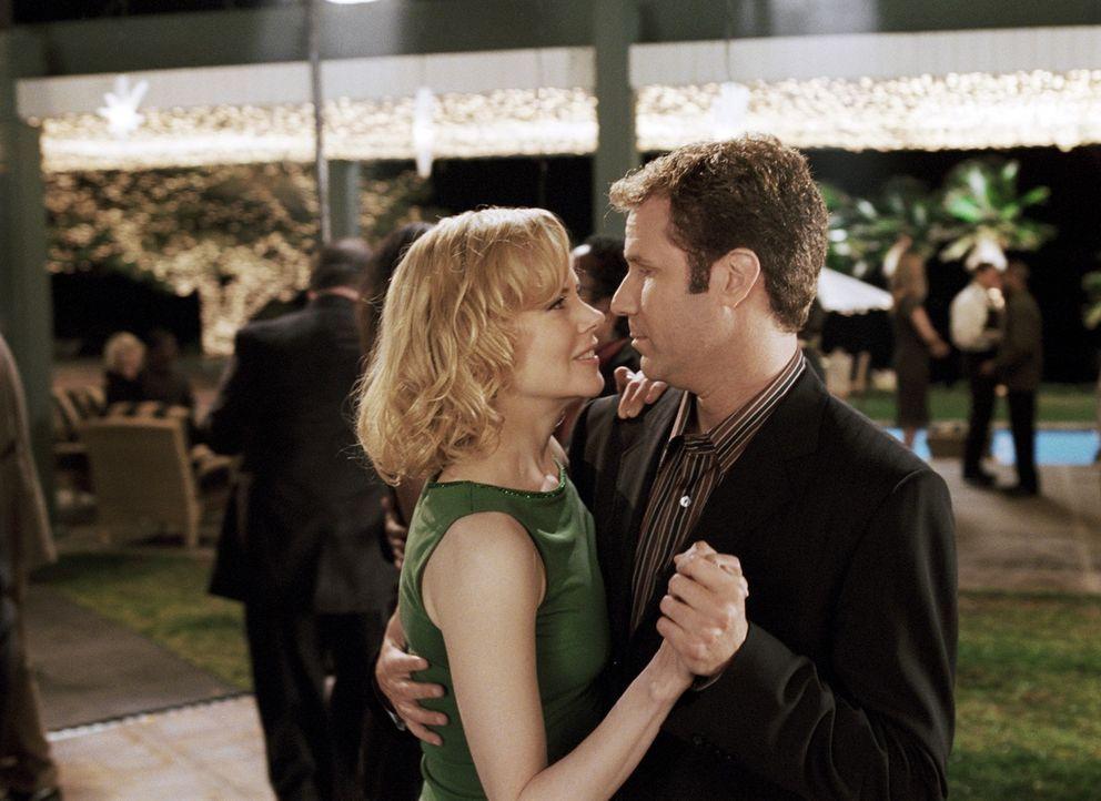 Was keiner ahnt, Isabel (Nicole Kidman, l.) ist im wahren Leben eine echte Hexe!, die sich größte Mühe gibt, Jack (Will Ferrell, r.) nach allen Rege... - Bildquelle: 2005 Columbia Pictures Industries, Inc. All Rights Reserved.