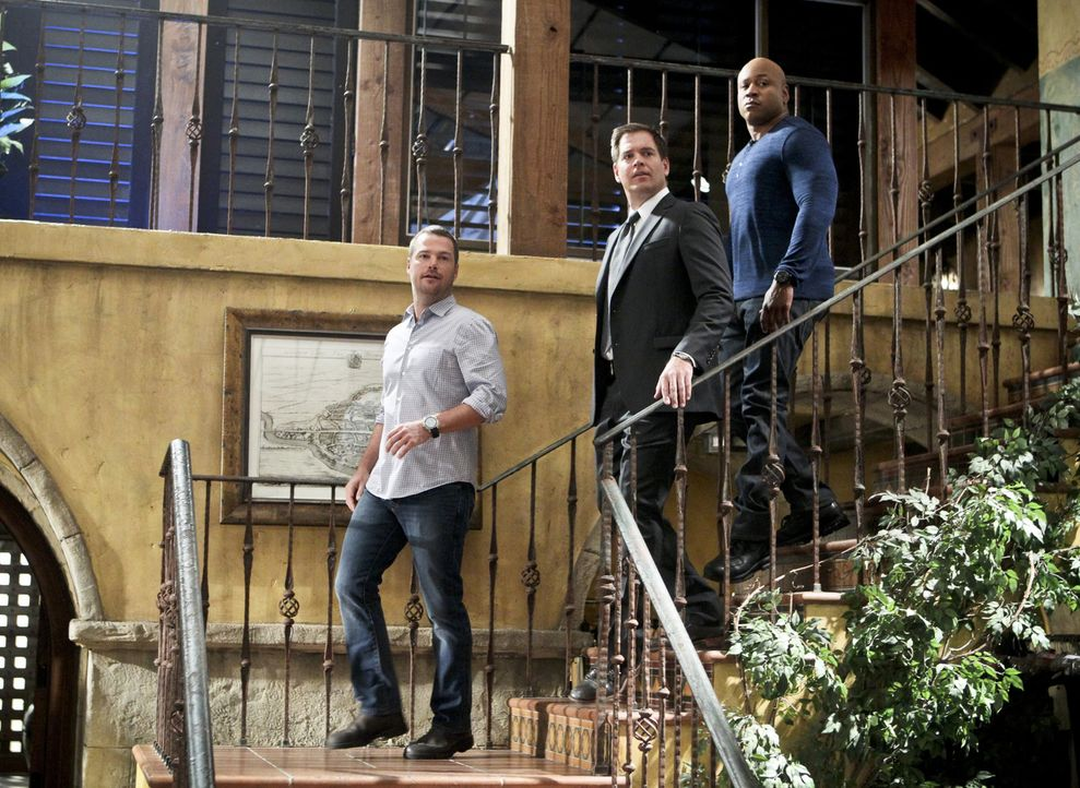 Ermitteln zusammen in einem neuen Fall: Callen (Chris O'Donnell, l.), Sam (LL Cool J, r.) und DiNozzo (Michael Weatherly, M.) ... - Bildquelle: Sonja Flemming 2015 CBS Broadcasting, Inc. All Rights Reserved.