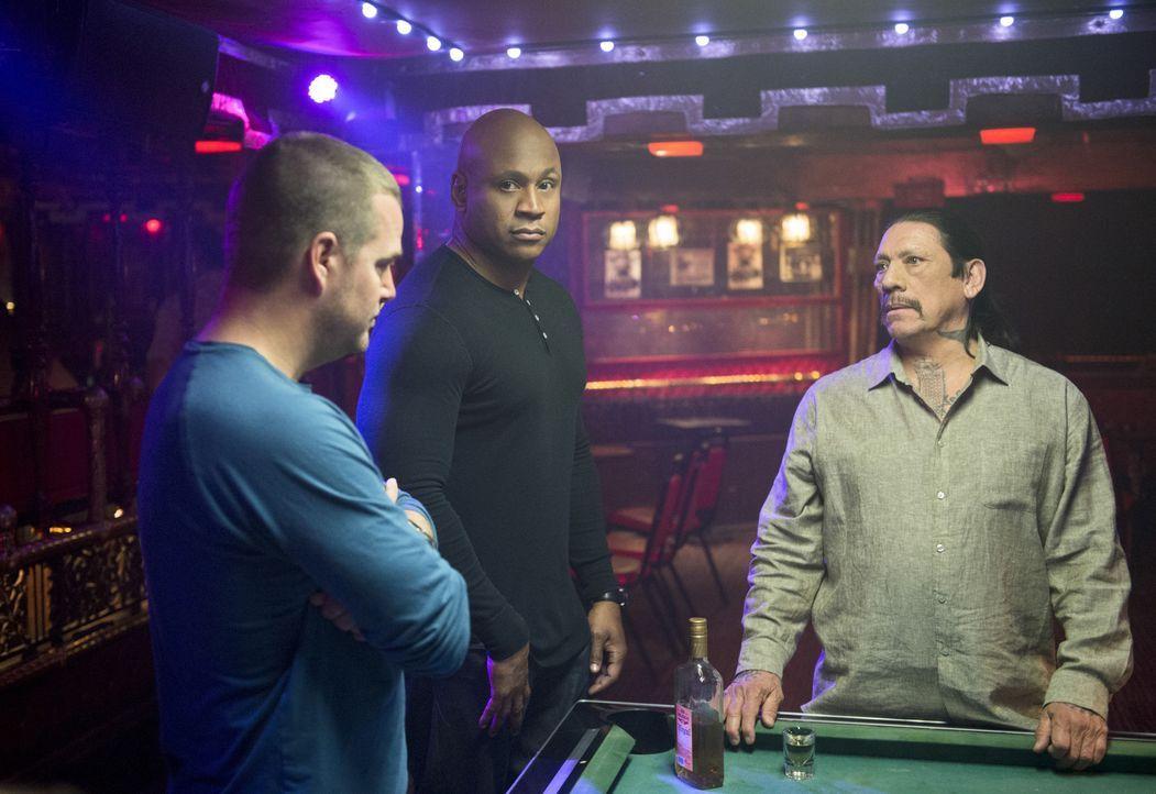 Was ist bloß mit Tuhon (Danny Trejo, r.) los? Callen (Chris O'Donnell, l.) und Sam (LL Cool J, M.) kommt es so vor, als wenn der einstige Auftragski... - Bildquelle: CBS Studios Inc. All Rights Reserved.