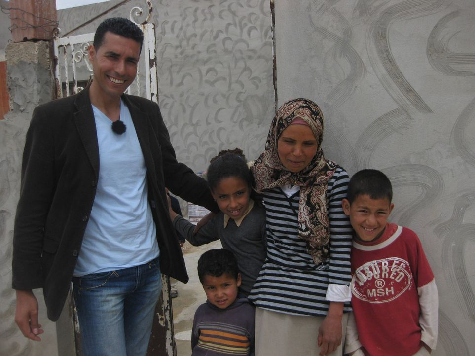 Hichem Ben Kahla ist in Tunesien geboren und aufgewachsen, lebt aber seit 12 Jahren in Deutschland. Er kennt beide Welten und checkt in Tunesien fü... - Bildquelle: kabel eins