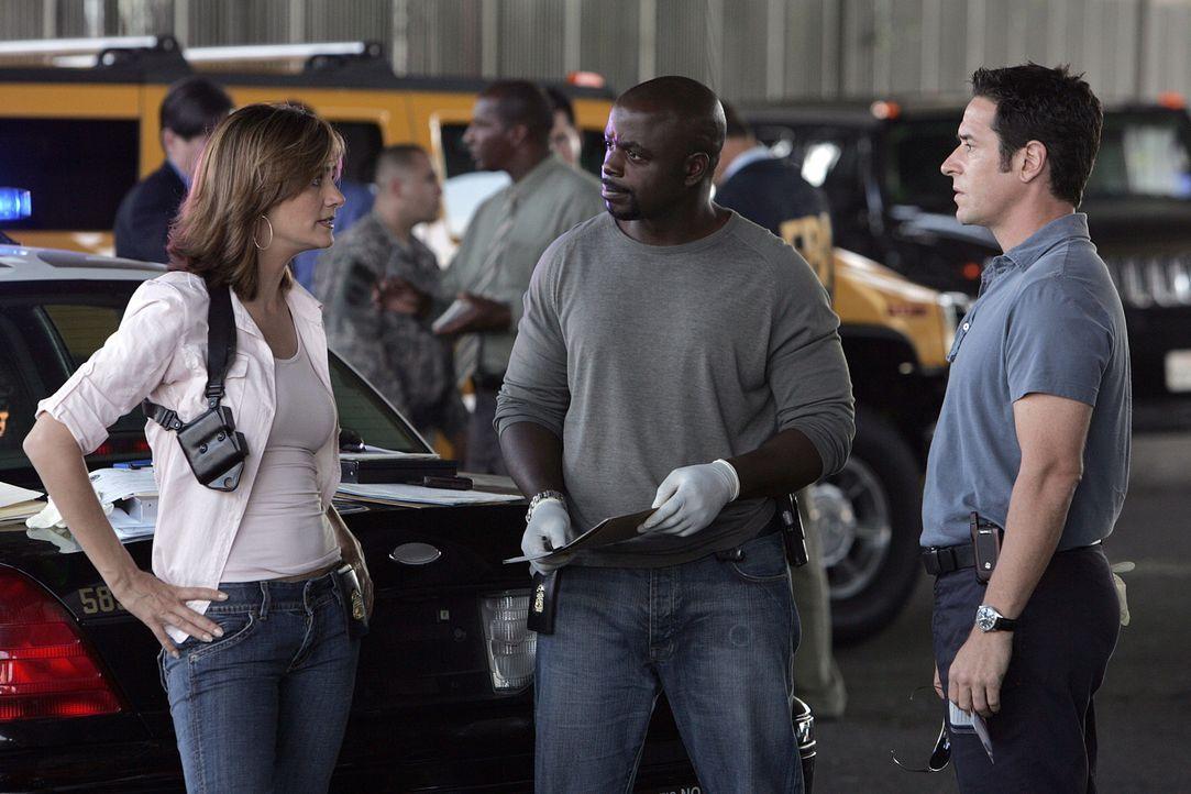 Obwohl sie sich nicht sicher sind, ob Colby die Wahrheit gesagt hat, versuchen sie ihn zu retten: Megan (Diane Farr, l.), David (Alimi Ballard, M.)... - Bildquelle: Paramount Network Television