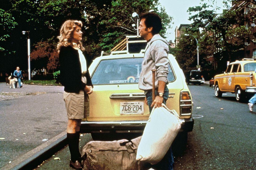 Mitfahrgelegenheit: Harry (Billy Crystal, r.) und Sally (Meg Ryan, l.) lernen sich kennen, als sie gemeinsam von Chicago nach New York in die Colleg... - Bildquelle: Castle Rock Entertainment