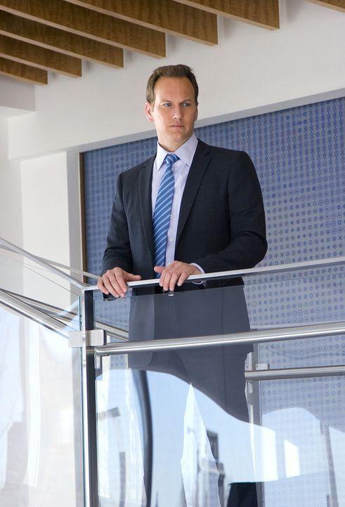 Eigentlich hat der talentierte Chirurg Dr. Michael Holt (Patrick Wilson) alles, was man sich nur wünschen kann, dennoch ist er mit sich und seinem... - Bildquelle: 2011 CBS BROADCASTING INC. ALL RIGHTS RESERVED