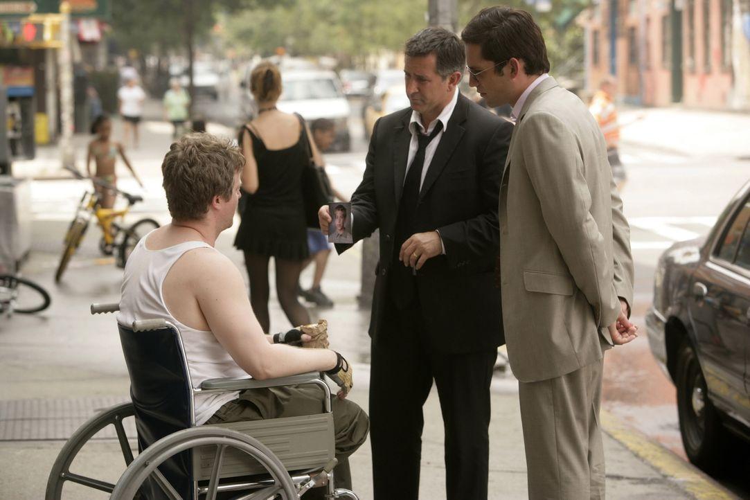 Weiß Todd (C.J. Wilson, l.) vielleicht, wo sich der 15-jährige Ryan aufhält? Jack Malone (Anthony LaPaglia, M.) und Danny Taylor (Enrique Murciano,... - Bildquelle: Warner Bros. Entertainment Inc.