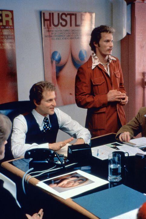 Die zwei Flynt-Brüder Jimmy (Brett Harrelson, r.) und Larry (Woody Harrelson, l.) bauen ein mächtiges Presse-Imperium auf ... - Bildquelle: Columbia Pictures