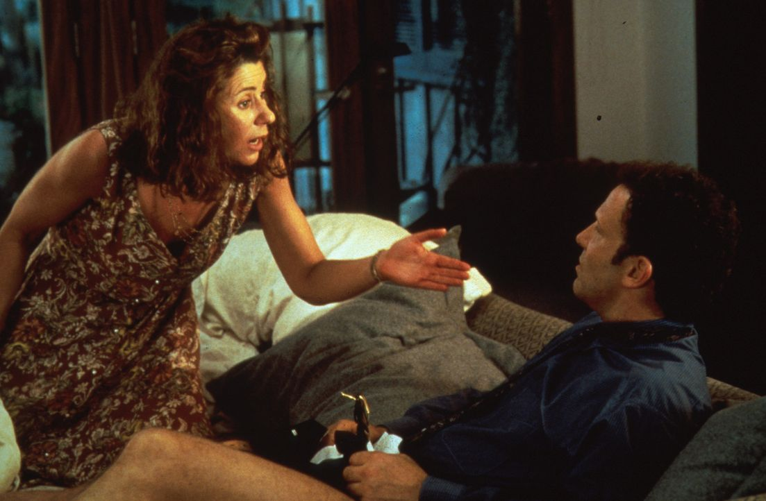Die Marketing-Expertin Nan (Julie Kavner, l.) ist über beide Ohren in den selbstsüchtigen Produzenten Burke Adler (Albert Brooks, r.) verliebt ... - Bildquelle: Columbia Pictures