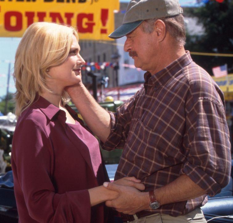 Als der Meteorologe Dr. Jake Arledge (Gerald McRaney, r.) die attraktive Dee (Thea Gill, l.) kennen lernt, verliert er schon bald sein Herz an die c... - Bildquelle: Regent Entertainment