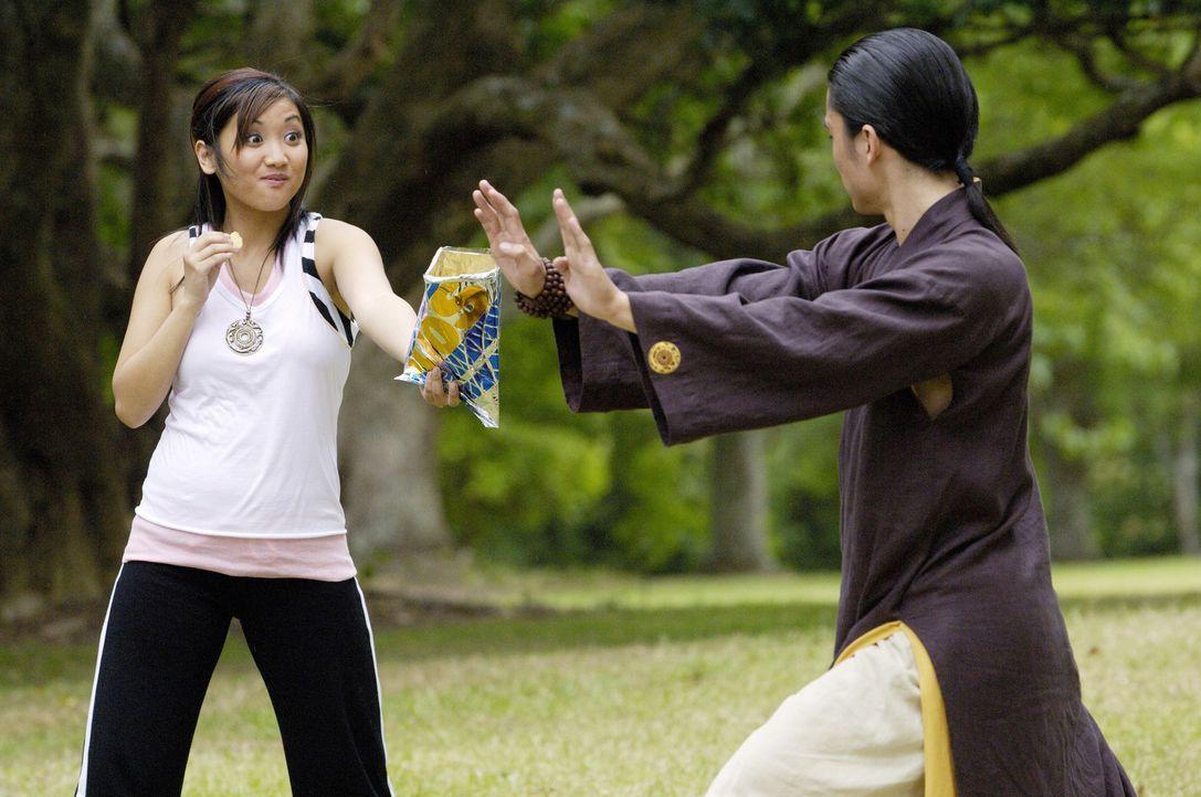 Shen (Shin Koyamada, r.) stellt Wendy Wu's (Brenda Song, l.) Leben auf den Kopf ... - Bildquelle: Buena Vista International Television