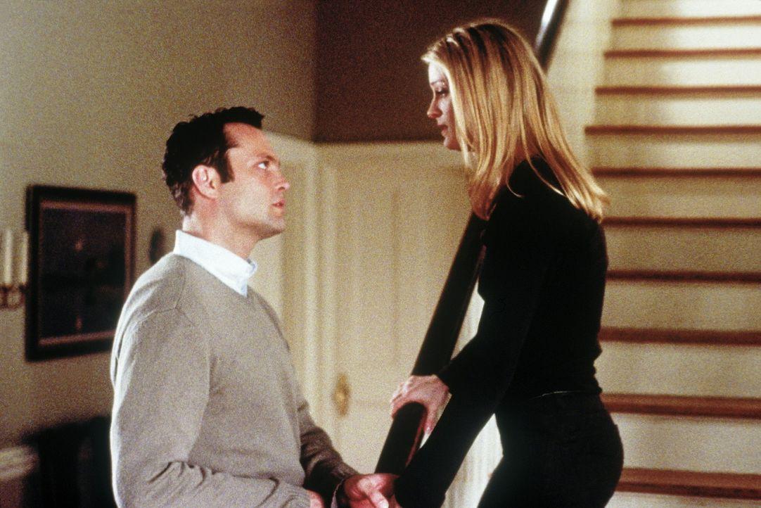 Für den 12-jährigen Danny wird die Hochzeit seiner Mutter (Teri Polo, r.) mit dem dubiosen Rick (Vince Vaughn, l.) zu einem Horrortrip, denn er mu... - Bildquelle: Paramount Pictures