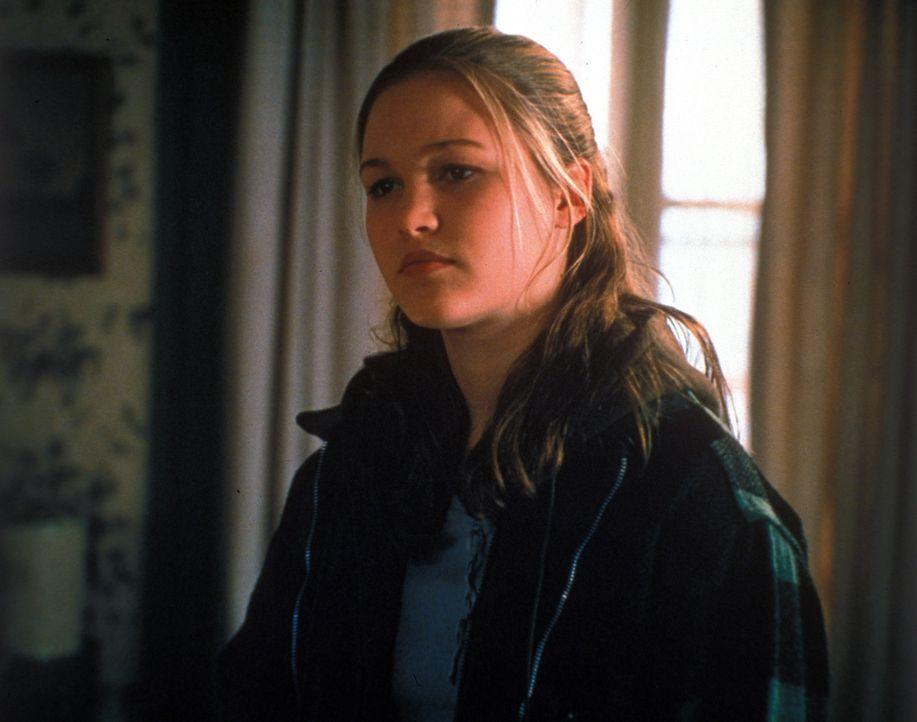 Die junge Carla Taylor (Julia Stiles) fühlt sich durch die Avancen des alternden Schauspielers Bob anfangs geschmeichelt ... - Bildquelle: Warner Bros.