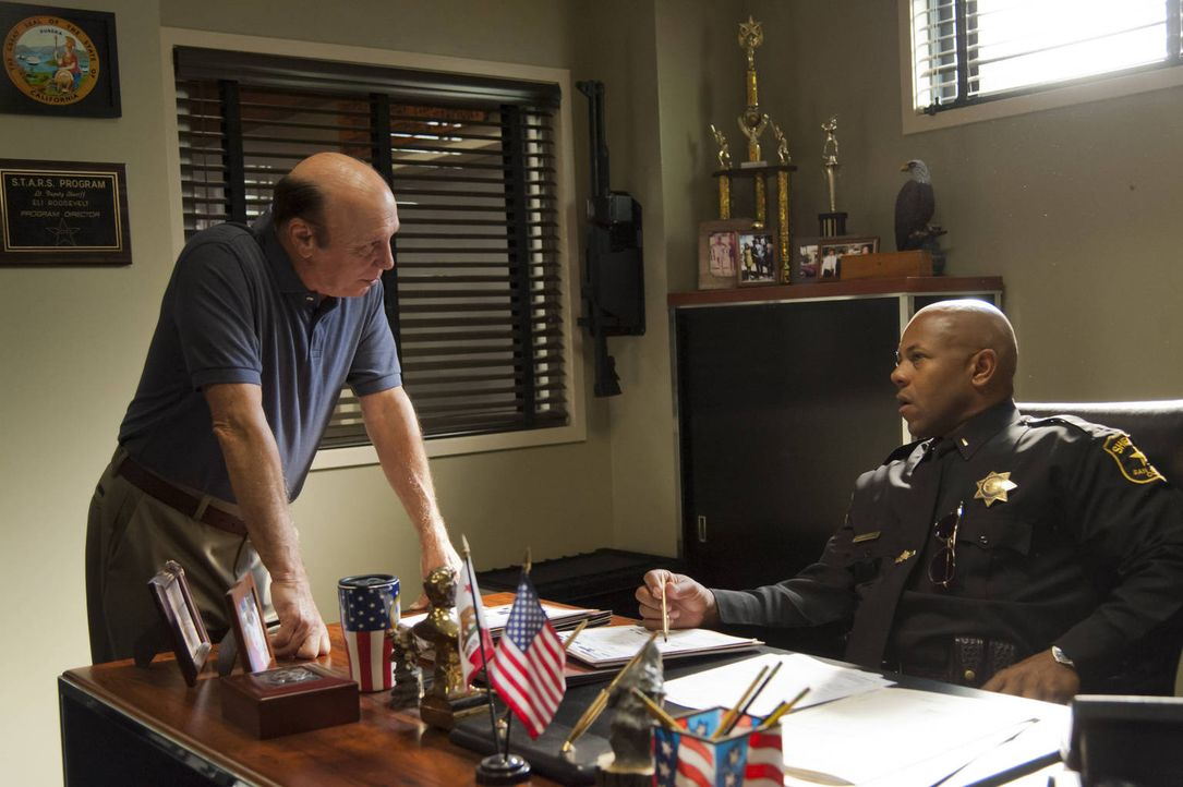 Können sich Roosevelt (Rockmond Dunbar, r.) und Unser (Dayton Callie, l.) wirklich vertrauen? - Bildquelle: 2012 Twentieth Century Fox Film Corporation and Bluebush Productions, LLC. All rights reserved.
