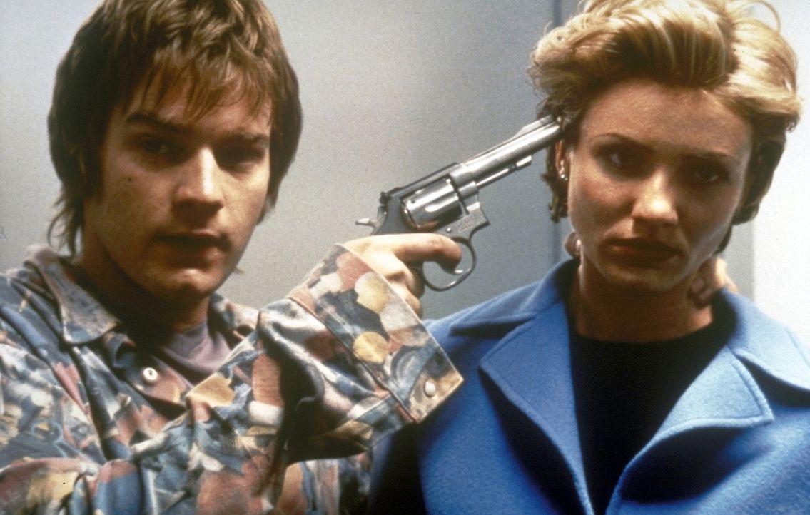 Reich und schön: Celine (Cameron Diaz, r.) muss sich notgedrungen mit dem Raumpfleger Robert (Ewan McGregor, l.) abgeben, denn dieser entpuppt sich... - Bildquelle: PolyGram Filmed Entertainment