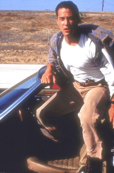 Jack Traven (Keanu Reeves) setzt zu einem tollkühnen Sprung auf den Bus an ... - Bildquelle: Twentieth Century Fox of Germany