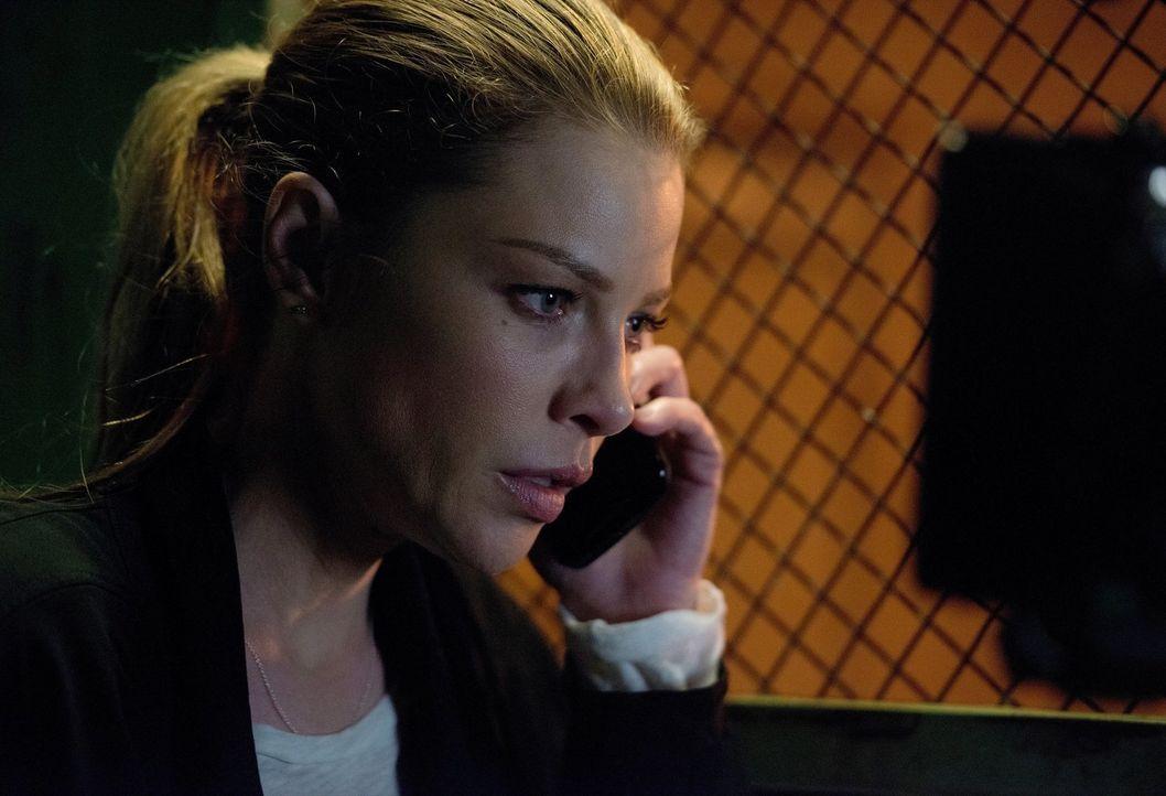 Eigentlich sollte sich Chloe (Lauren German) um einen neuen Fall kümmern, doch das seltsame Verhalten von Lucifer bringt auch sie zusehends aus der... - Bildquelle: 2016 Warner Brothers